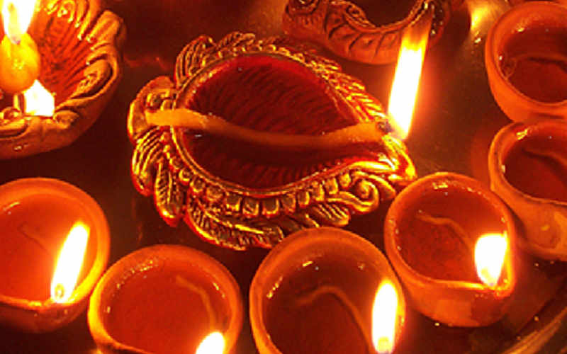 TRAVEL INN wishes you a very Happy Diwali!